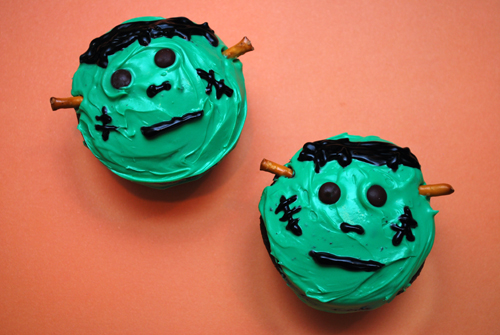 halloween cupcake frankenstein cupcakes by familyspicecom - How To Decorate Halloween Cupcakes