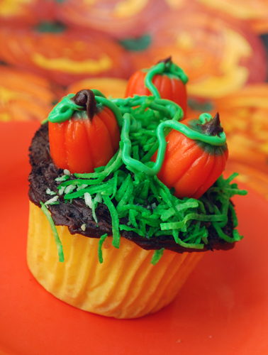 Halloween Cupcake Decorating: Pumpkin Patch