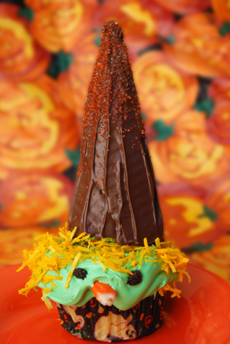Halloween Cupcake Decorating: The Witch