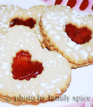Some sweets to make for your sweeties: Linzer Heart Sandwich Cookies