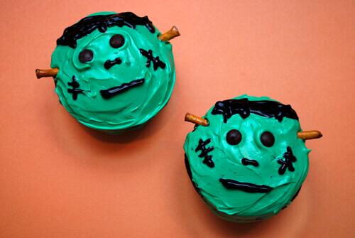 Frankenstein cupcakes by FamilySpice.com