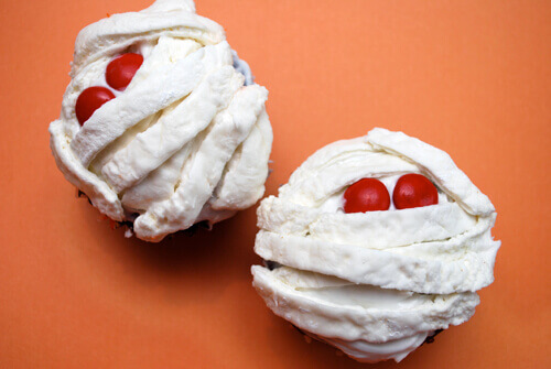 Mummy Marshmallow Cupcakes by FamilySpice.com