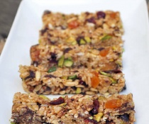 honey_krispy_rice_bars_pistachios2_500