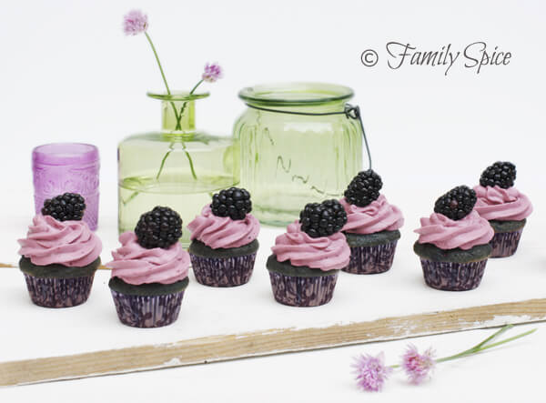 Baking with Honey: Blackberry & Honey Cupcakes
