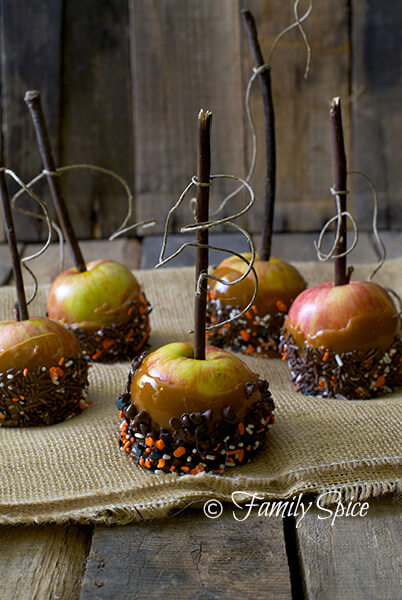 Easy Halloween Recipes For Your Block Party: Caramel Apples