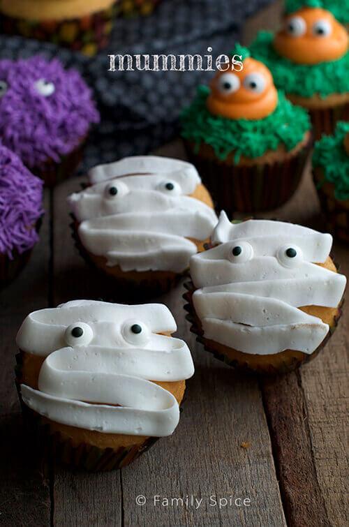 Mummy Halloween Cupcakes by FamilySpice.com