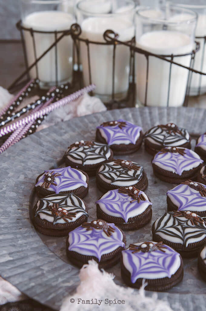 Get in the Halloween mood with these simple and ghoulishly fun Raisin Spider Cookies. by FamilySpice.com