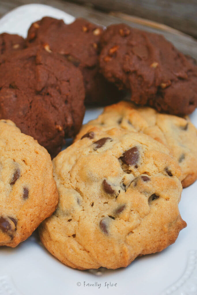 Close up of baked vanilla and chocolate pudding cookies
