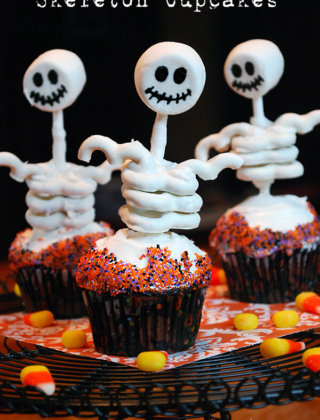 Skeleton Cupcakes and More Halloween Cupcake Tips by FamilySpice.com