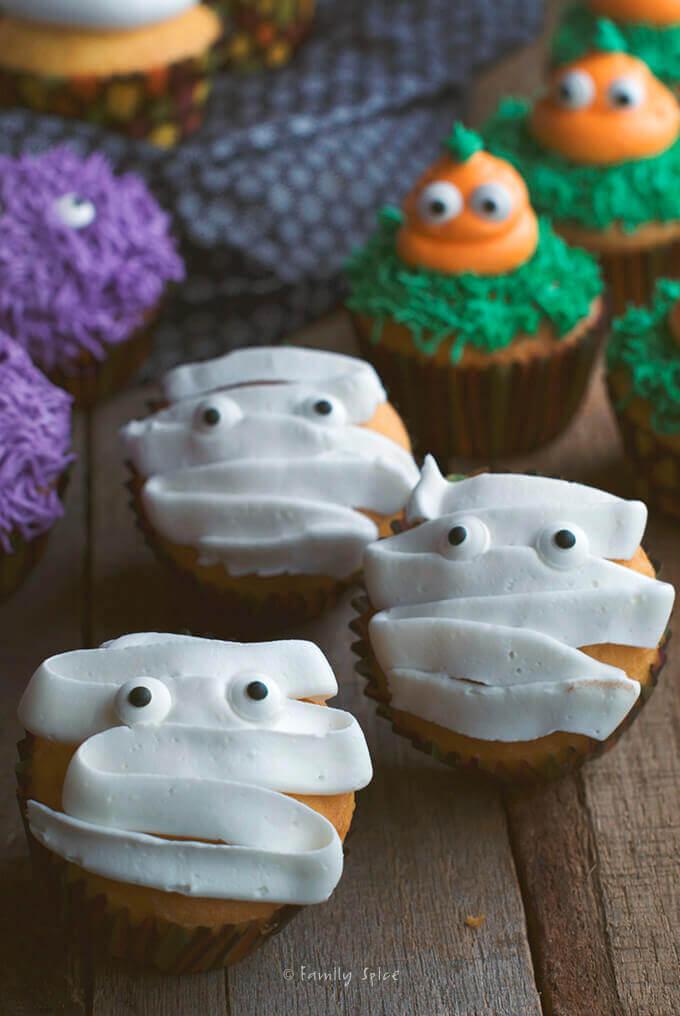 Halloween Mummy Cupcakes by FamilySpice.com