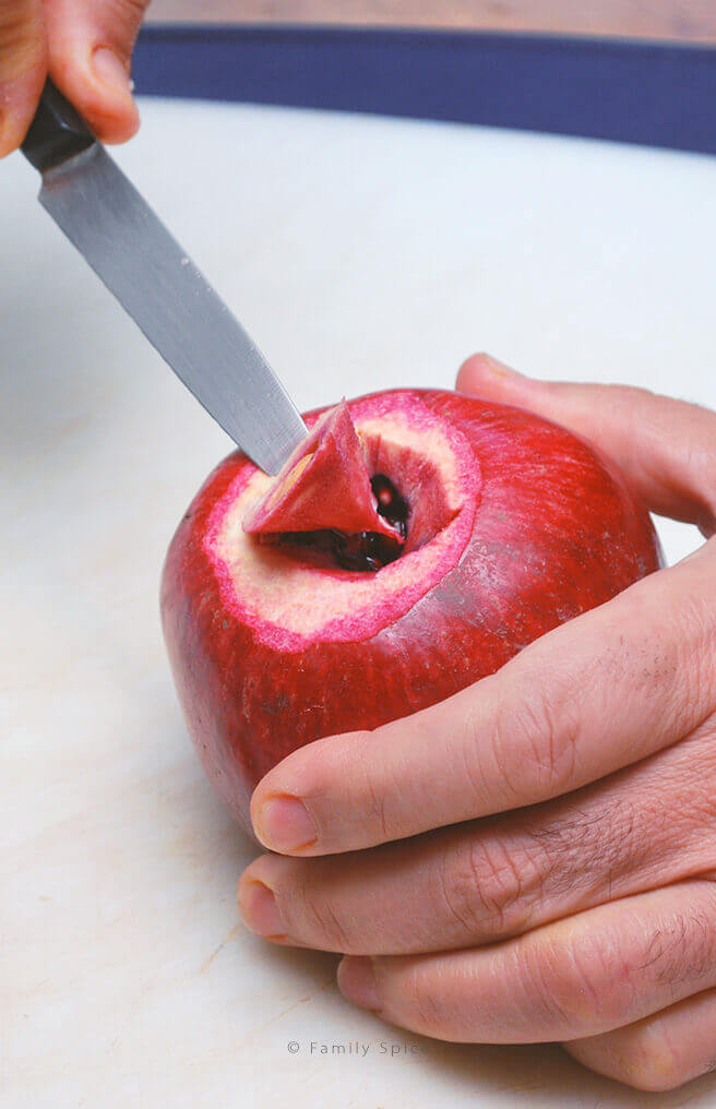 Removing the center pith from the pomegranate by FamilySpice.com